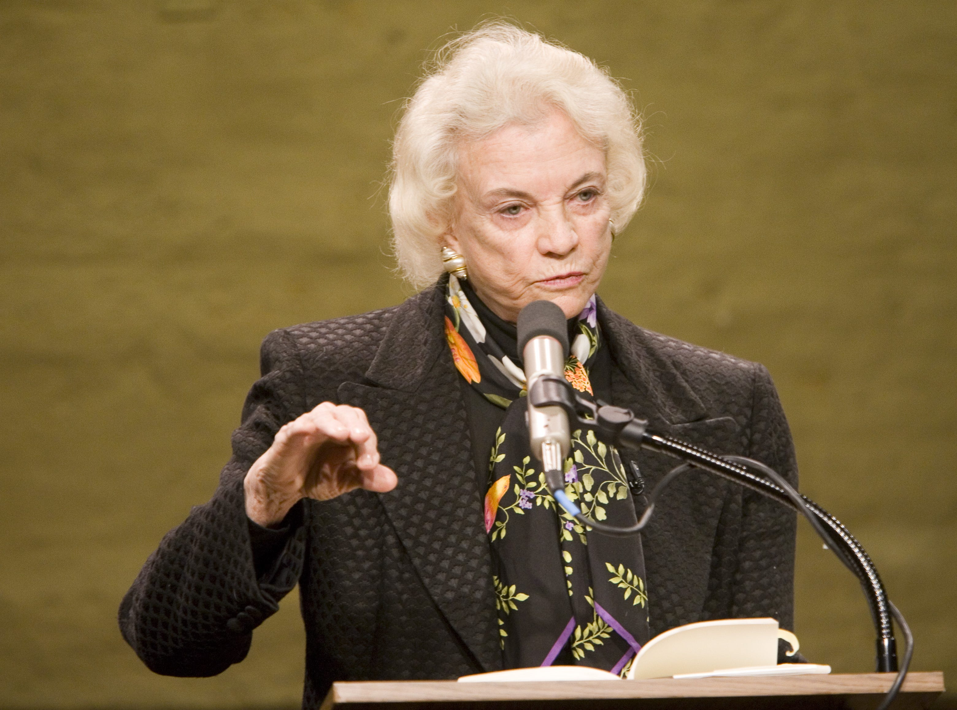 Retired Supreme Court Justice Sandra Day O'Connor speaks at the Kerr Cultural Center in Scottsdale on Feb. 1, 2006.