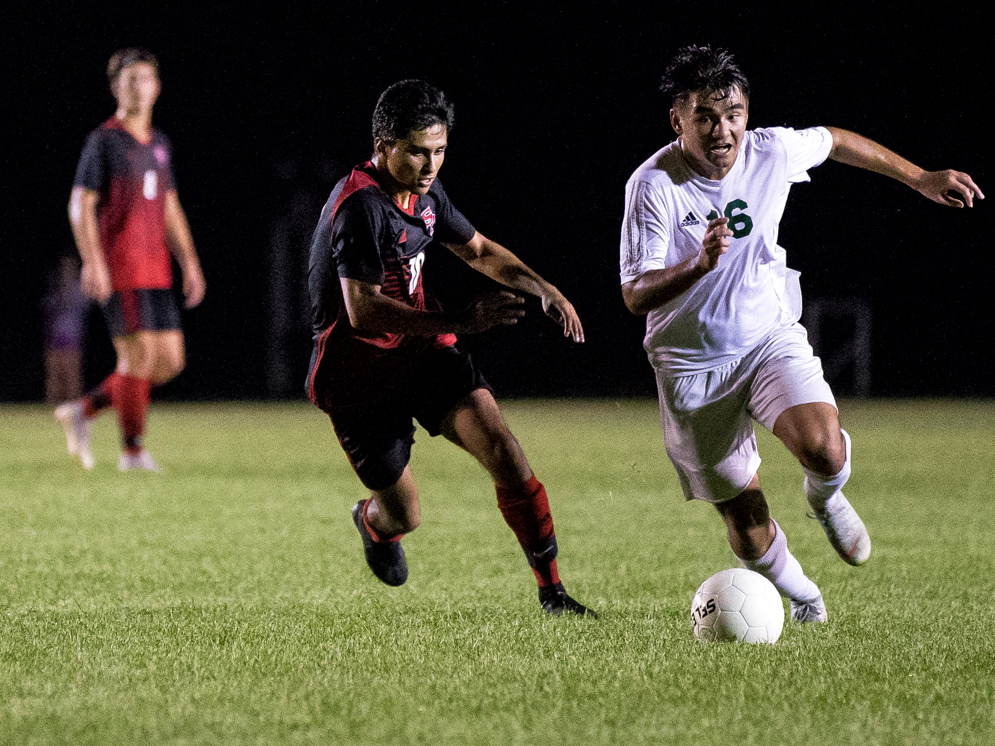 D.C. Everest's Jordan Thao dribbles down field trailed by Ricky Perez of SPASH during a soccer game between SPASH and D.C. Everest in Stevens Point, Wis., September 13, 2018.