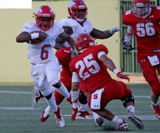 Hirschi's Nathan Downing runs for a touchdown against Sweetwater Thursday, Sept. 13, 2018, at Memorial Stadium. The Huskies defeated the Mustangs 51-7.