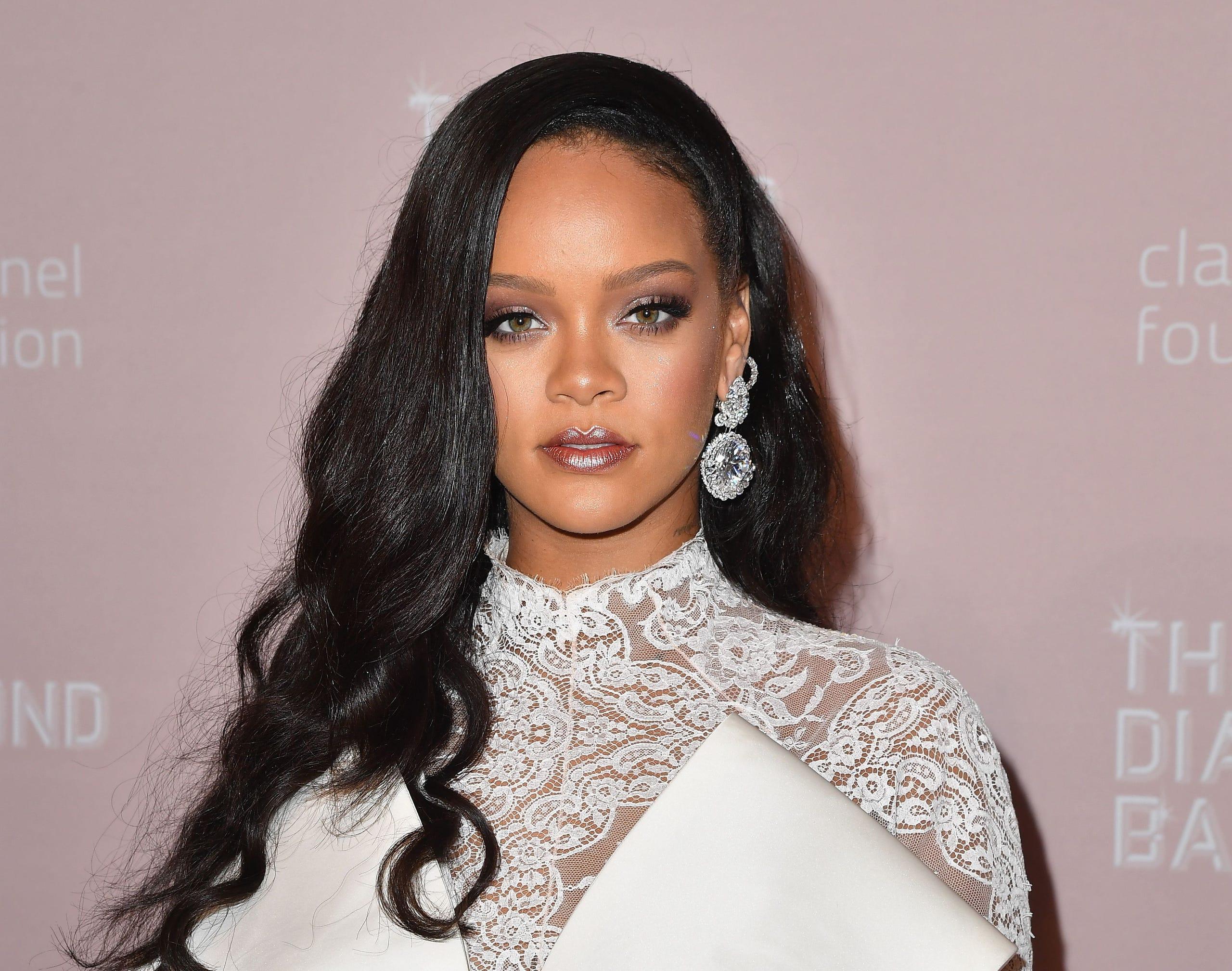 d2056123c449 Rihanna s 4th Annual Diamond Ball