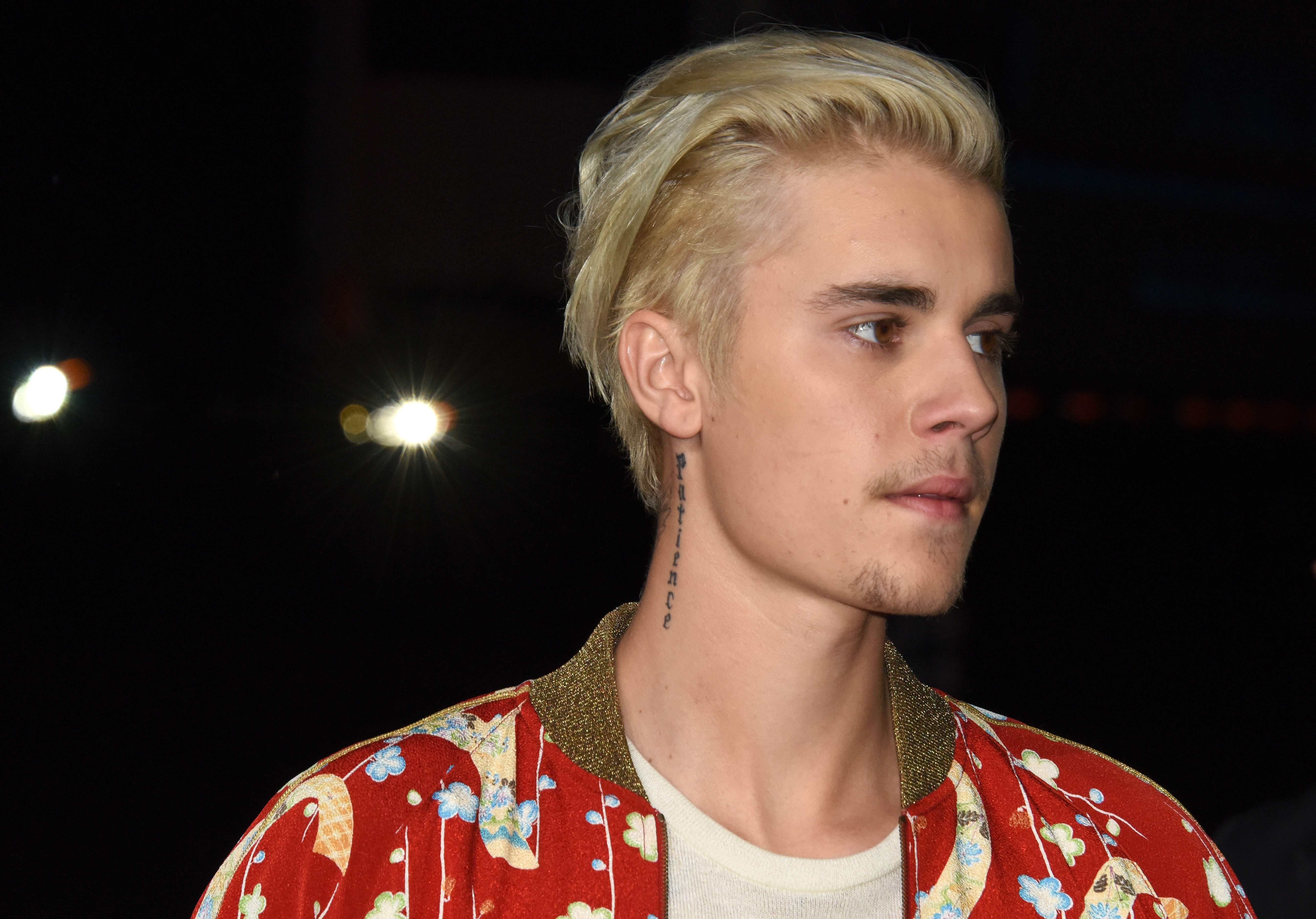 Justin Bieber asks for fans' prayers after revealing he's been 'struggling a lot'