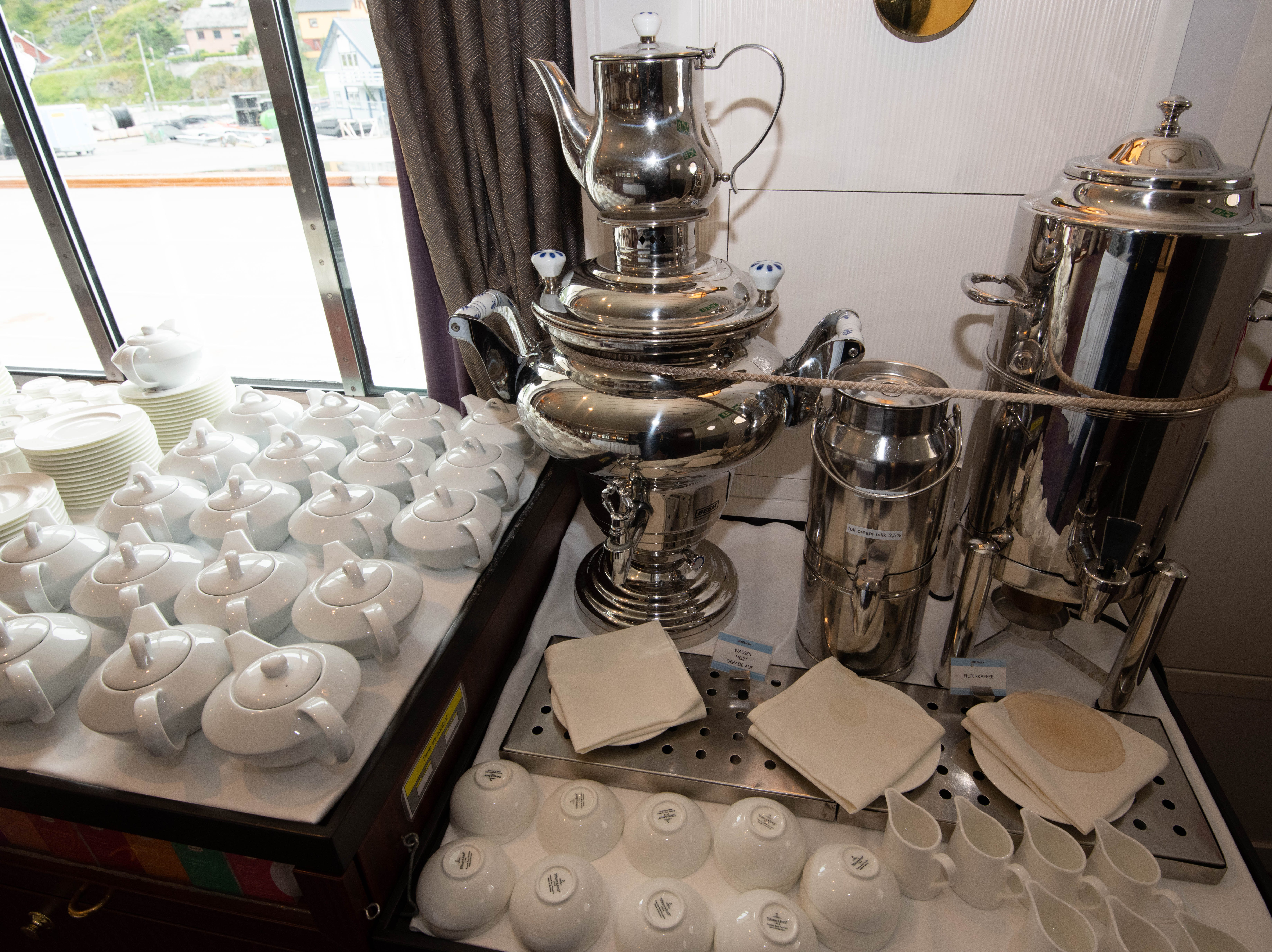 Hot coffee and tea are available around-the-clock in the Bremen Club lounge.