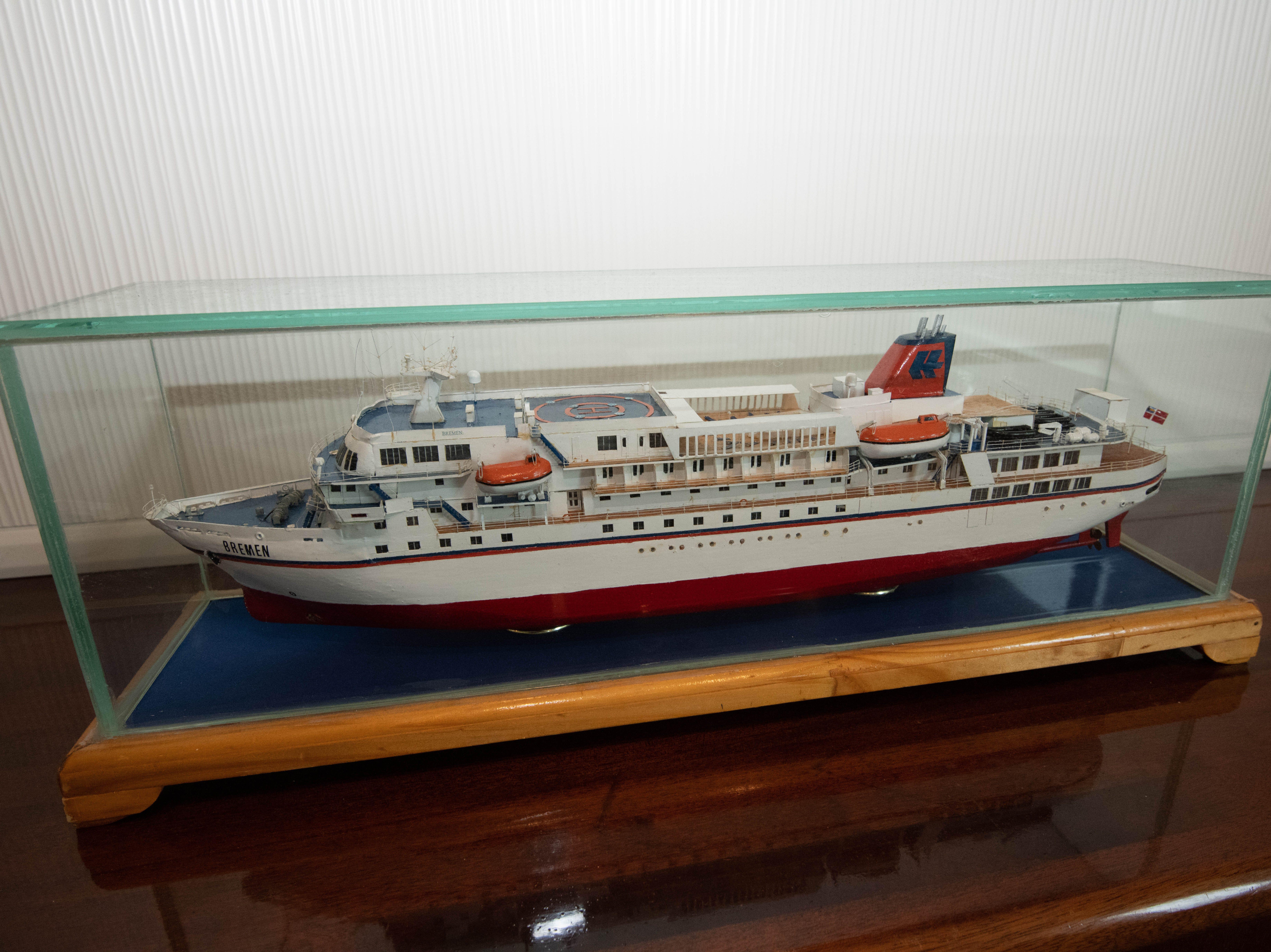 A small model of Bremen decorates a corner of the Bremen Club lounge.