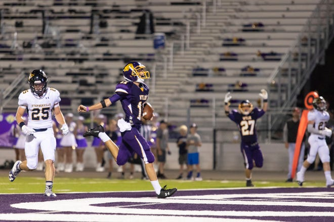 Wylie wide receiver Christian Ramirez (11) runs into the end zone for a touchdown during the second half of a game against the Stephenville Yellow Jackets. The Bulldogs have lost their first five games of the season.