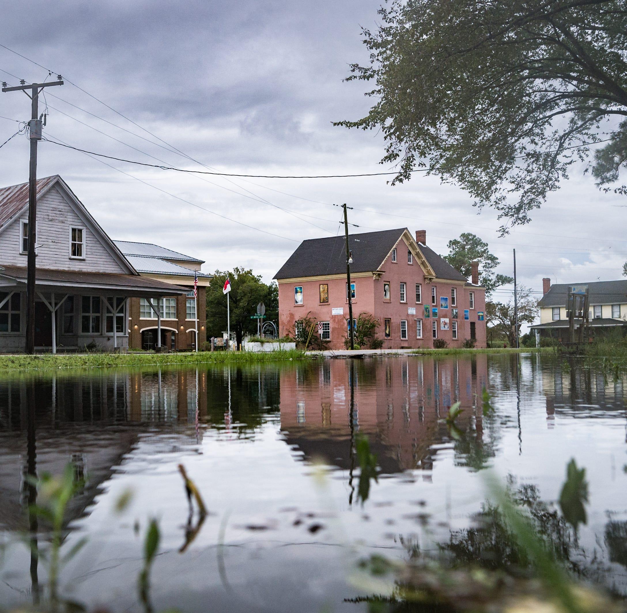 Hurricane Florence claims at least 7, begins westward trek Saturday