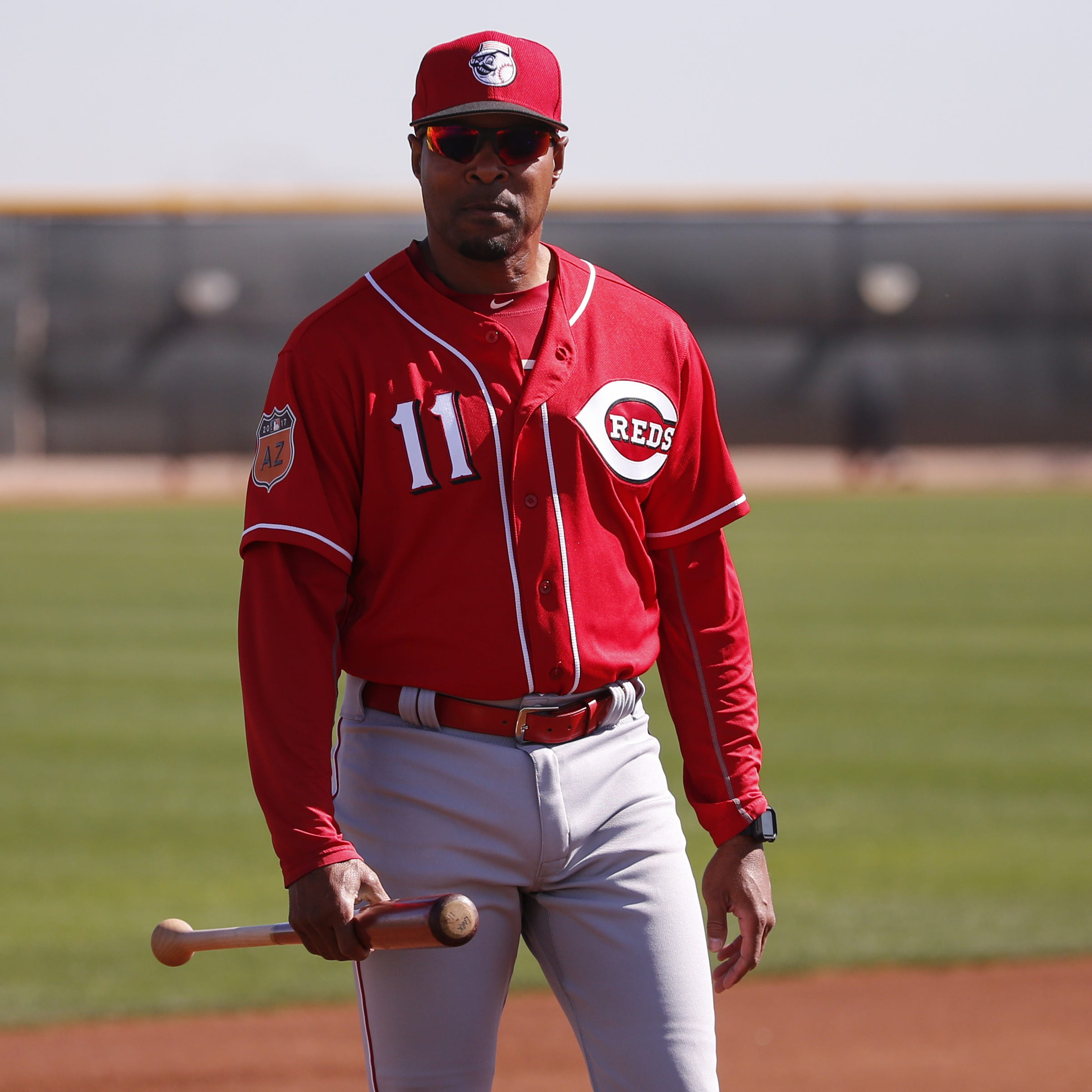 Dick Williams: Barry Larkin pulled himself out of consideration as Cincinnati Reds manager; John Farrell will be interviewed