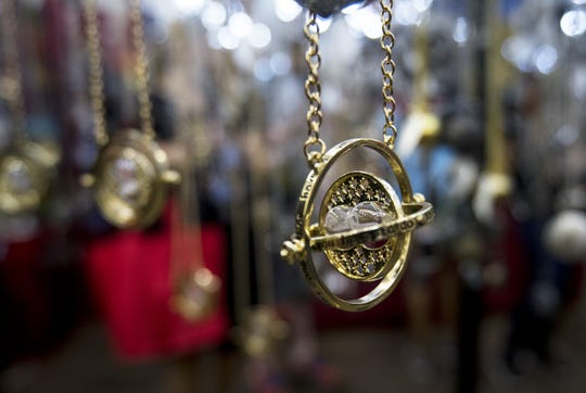 Time turner replica necklaces from the Harry Potter.