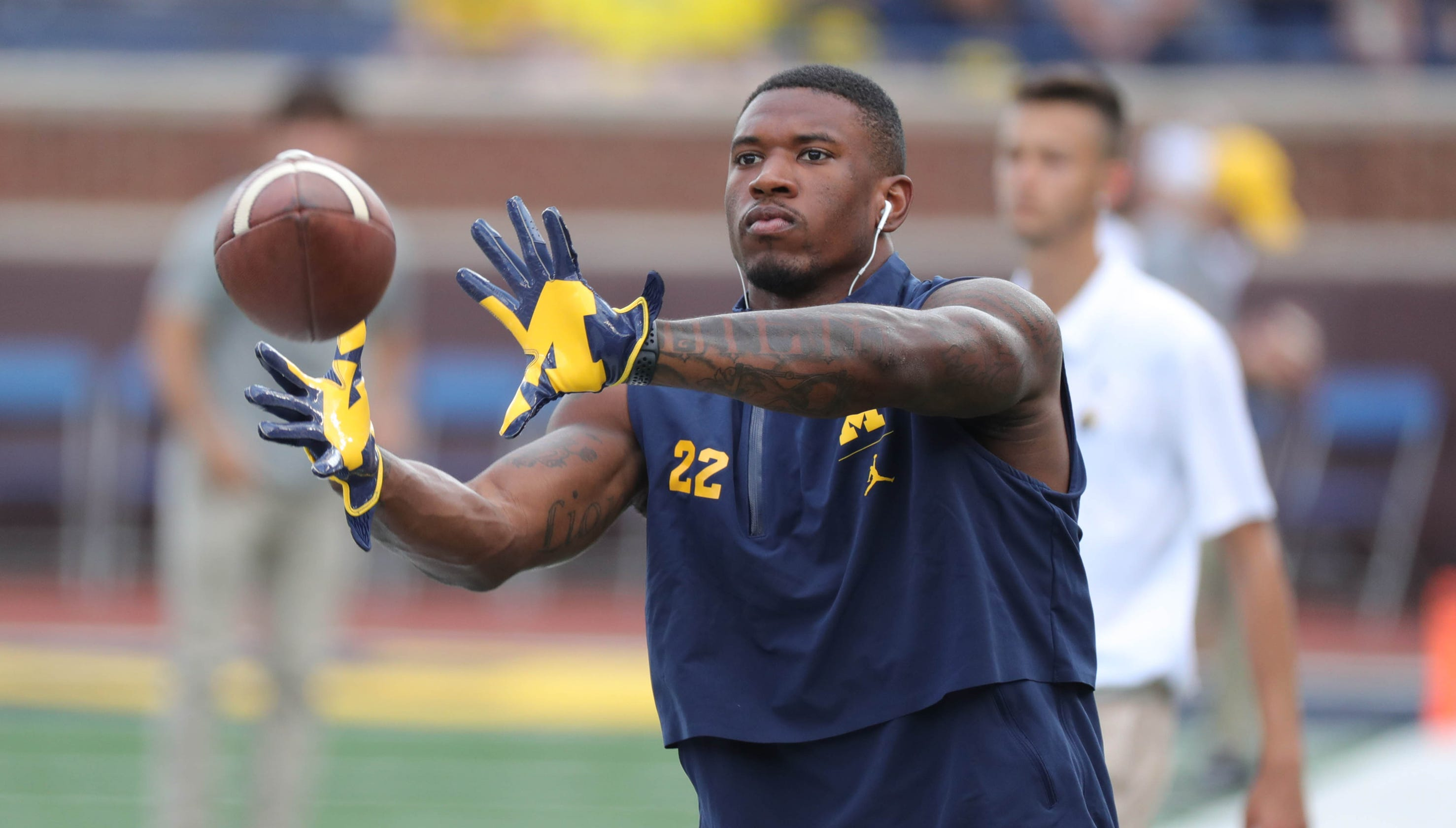 timeless design 06d18 a867c Michigan RBs Karan Higdon, Chris Evans both practice