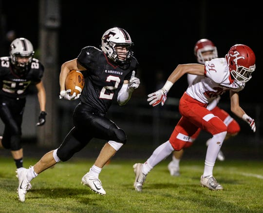 Fond du Lac's Eban Sauer runs 43 yards for a touchdown against Hortonville on Friday.