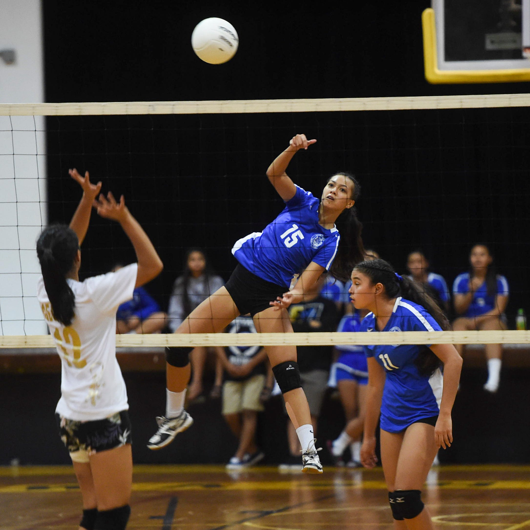 Royals outlast Geckos in seesaw three-set match