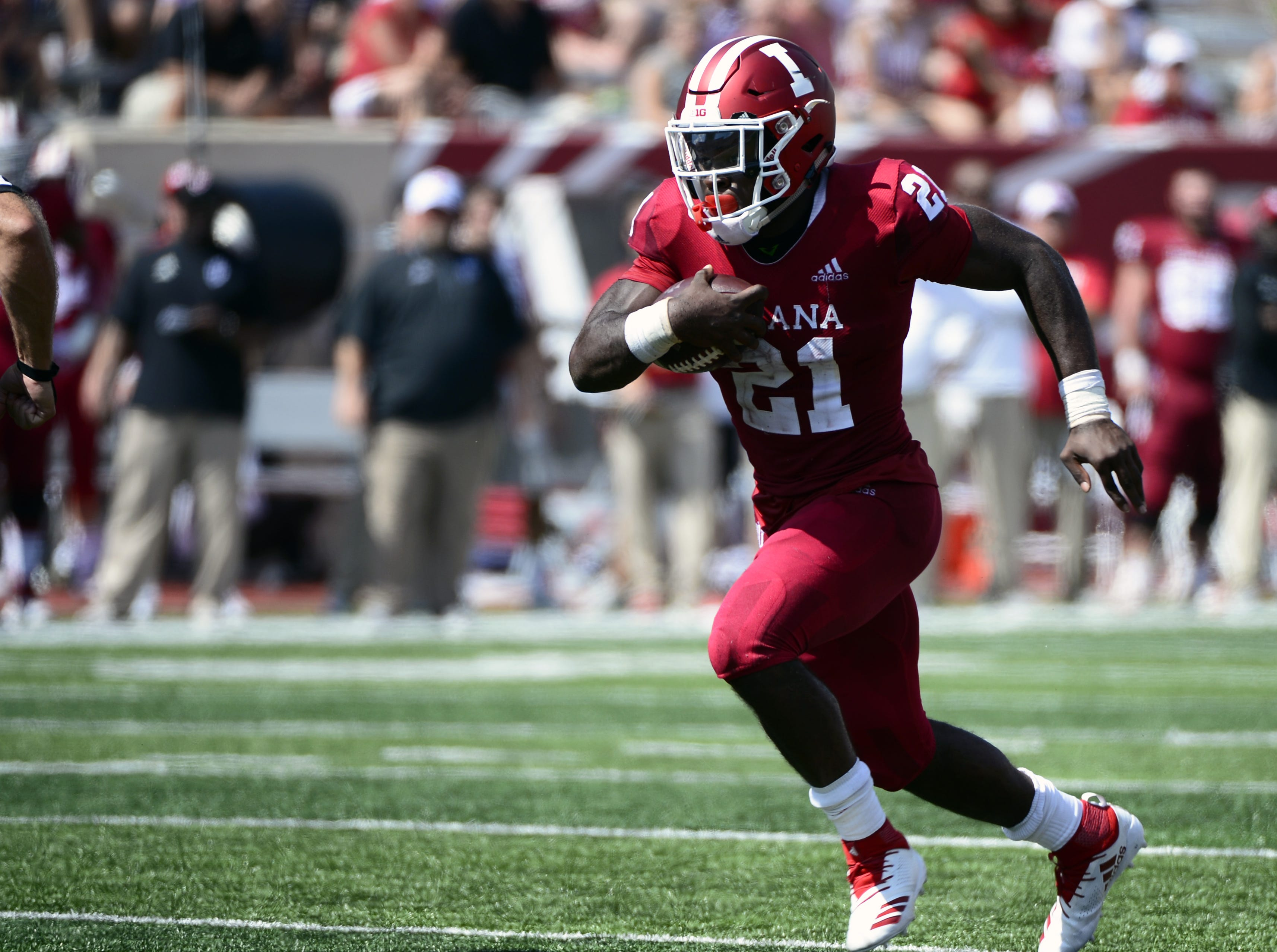 Indiana Hoosiers running back Stevie Scott (21) runs the ball during the game against Ball State at Memorial Stadium in Bloomington, Ind., on Saturday, Sept. 15, 2018.