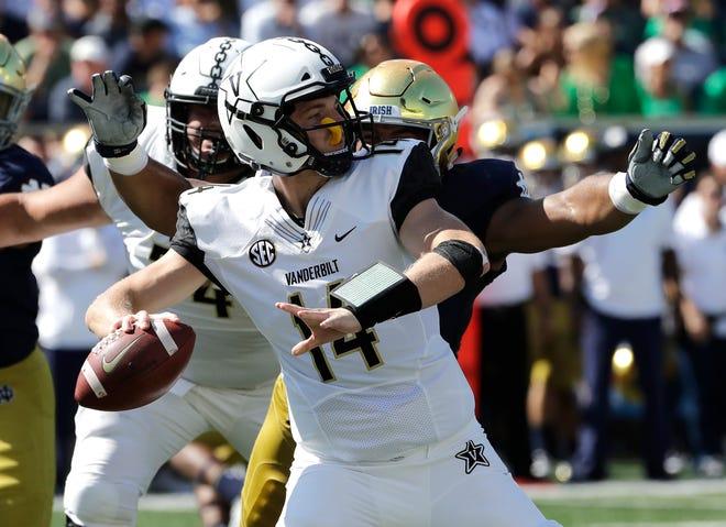 Vanderbilt quarterback Kyle Shurmur looks to pass against Notre Dame.