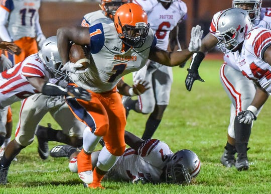 Callaway's Lekenith Thompson (1) runs the ballagainst Provine during game action in Jackson, MS, Friday September 14, 2018.(Bob Smith-For The Clarion Ledger)