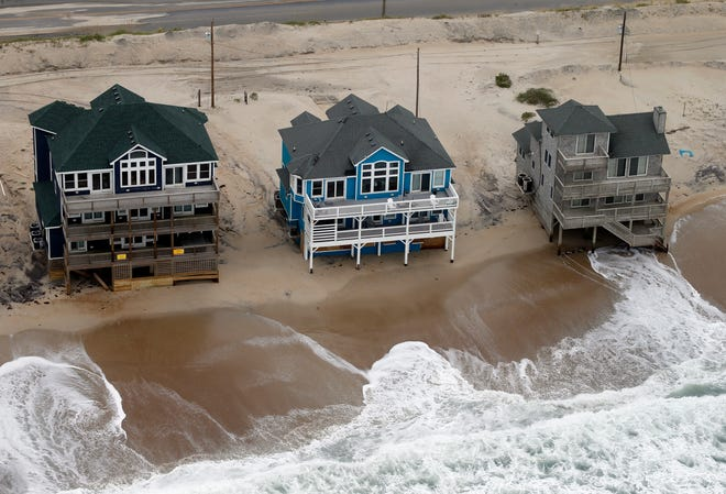 Oceanfront homes sit near the water as waves from hurricane Florence continue to pound the coast in Rodanthe NC., Saturday, Sept. 15, 2018.