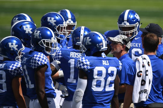 UK players meet with assistant coach Eddie Gran during their game vs. Murray State.