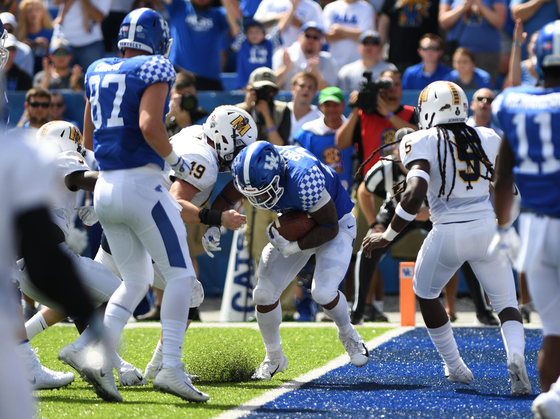 UK RB Benny Snell, Jr. scores a touchdown during the University of Kentucky football game against Murray State at Kroger Field in Lexington, Kentucky on Saturday, September 15, 2018.
