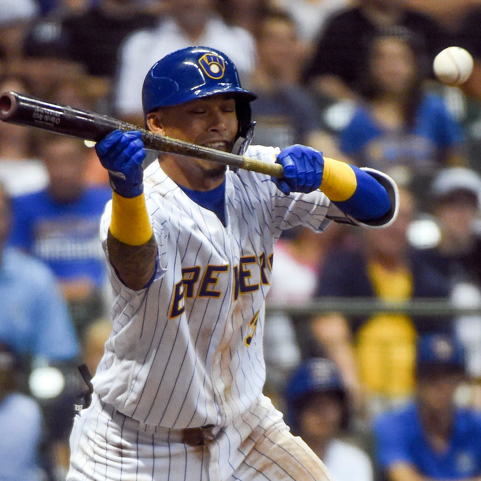 Orlando Arcia catches everyone off guard with a timely bunt