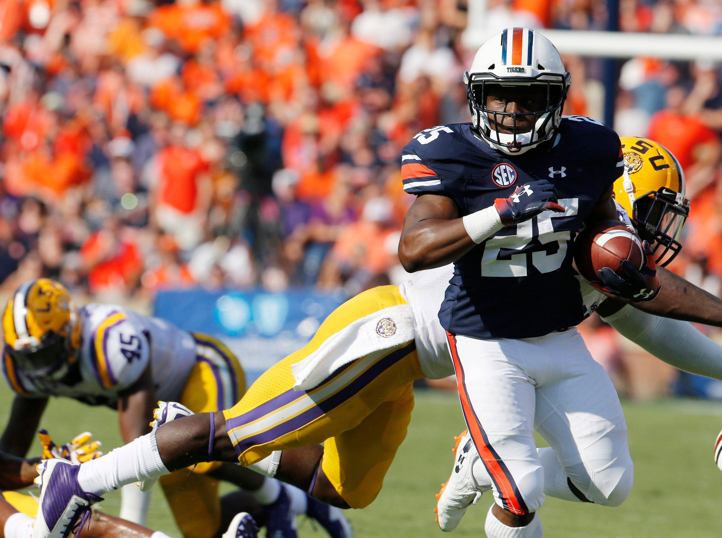 Sep 15, 2018; Auburn, AL, USA; Auburn Tigers running back Shaun Shivers (25) carries against the LSU Tigers during the second quarter at Jordan-Hare Stadium. Mandatory Credit: John Reed-USA TODAY Sports