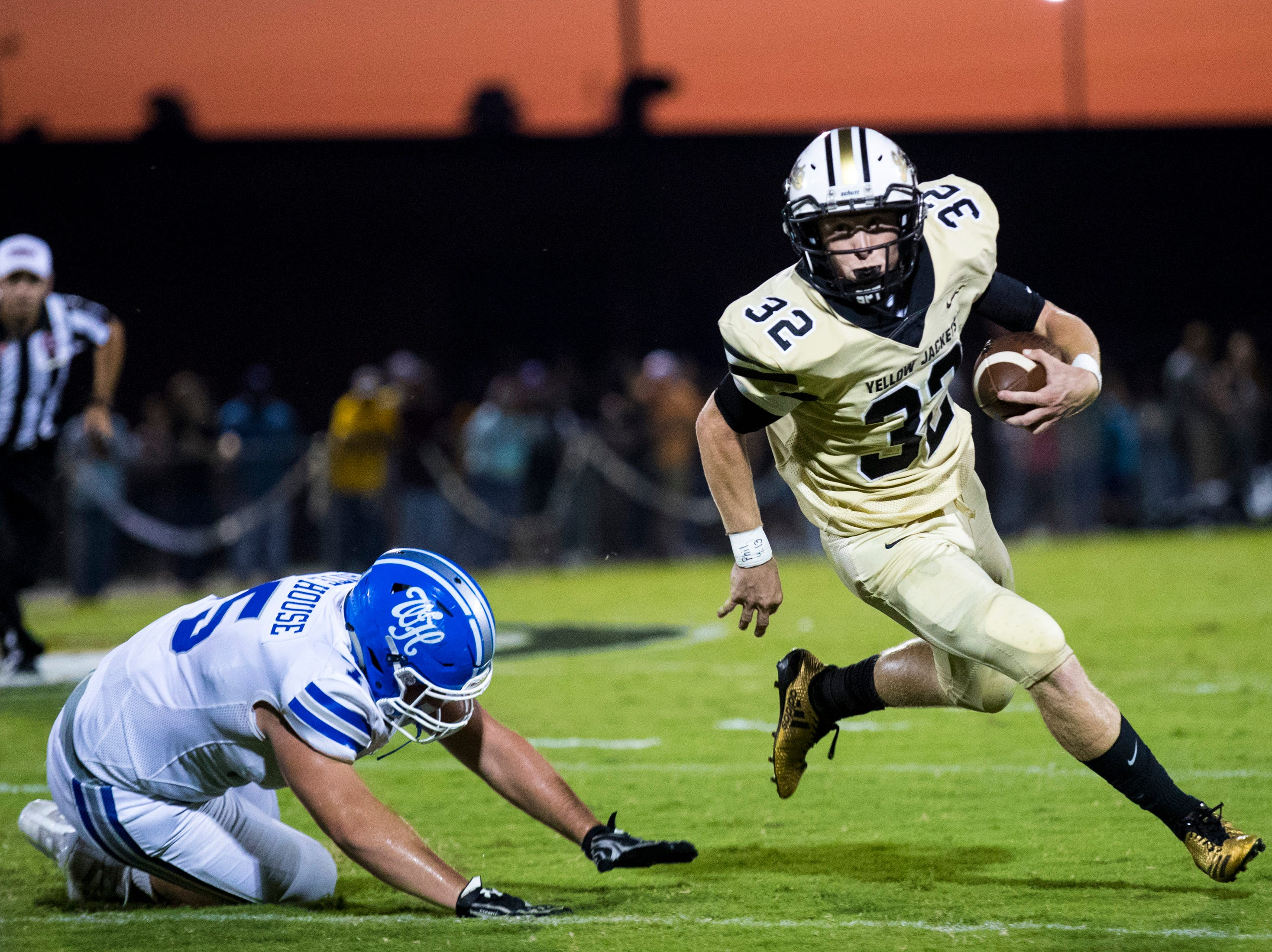 Springfield's Bryan Hayes (32) dodges a tackle during Springfield's game against White House at Springfield High School in Springfield on Friday, Sept. 14, 2018.
