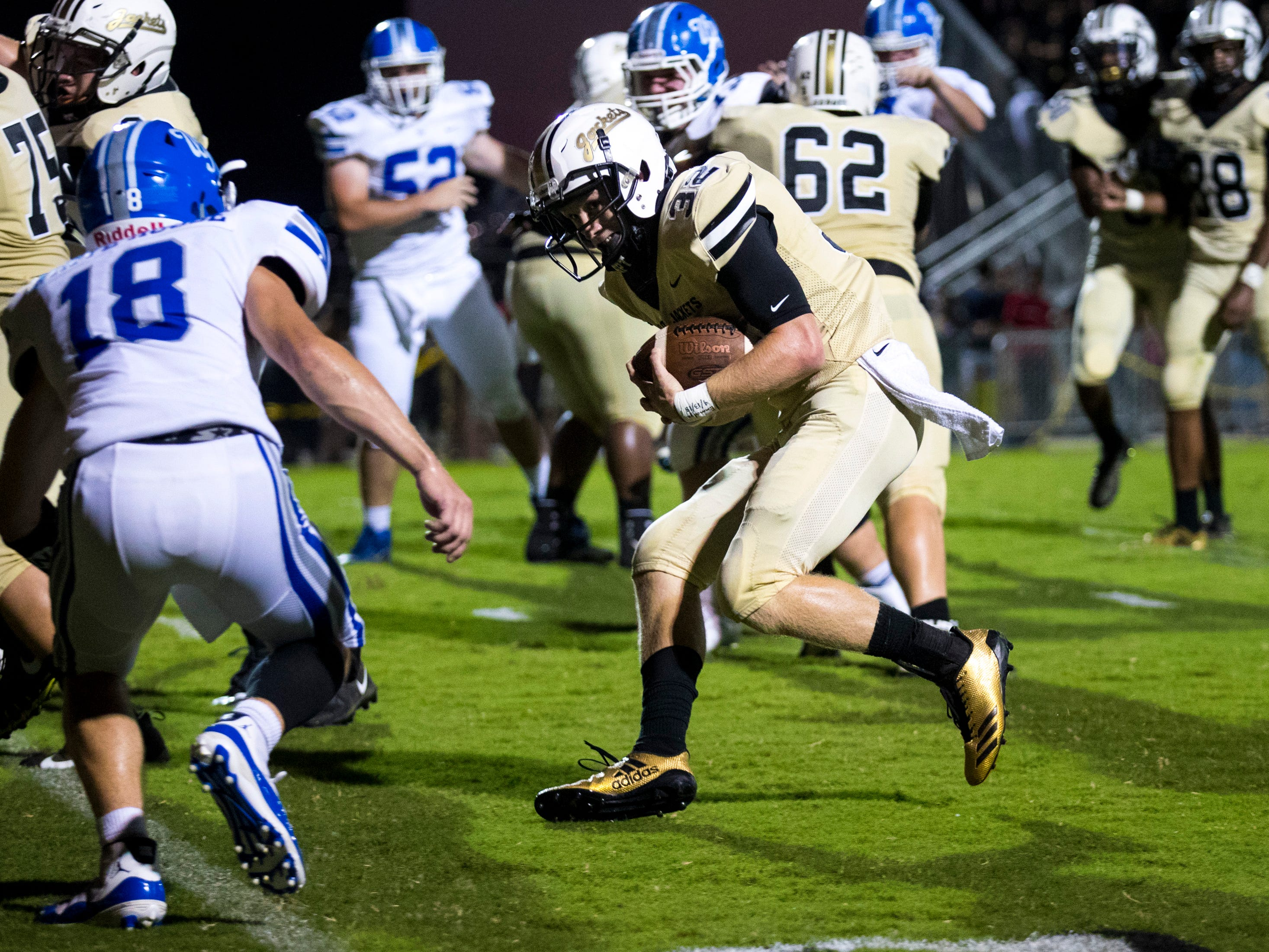 Springfield's Bryan Hayes (32) makes his way into the end zone on a quarterback keeper during Springfield's game against White House at Springfield High School in Springfield on Friday, Sept. 14, 2018.