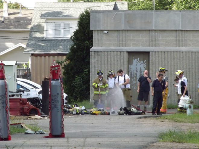 Fair Lawn fire fighters and a hazardous materials crew responded a chlorine leaked at a water treatment facility Saturday afternoon.