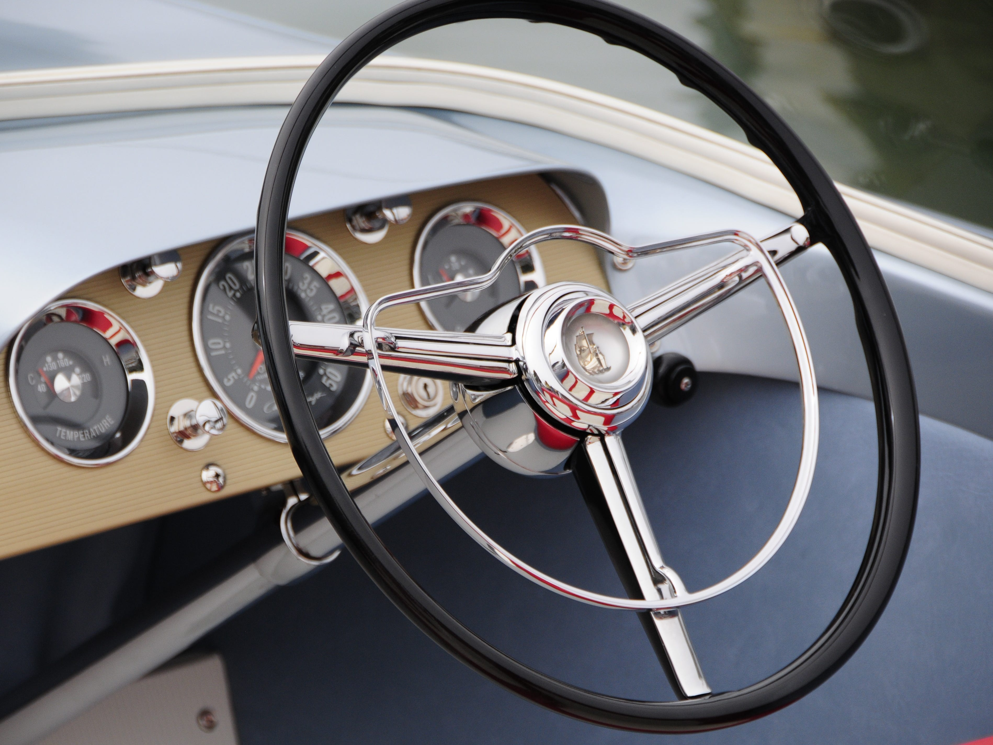 The instrument panel of a 1959 Chris-Craft Silver Arrow mimics the interior of an automobile of the same era.