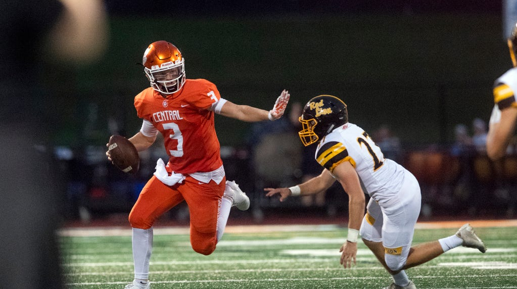 Central York quarterback closing in on York County passing record