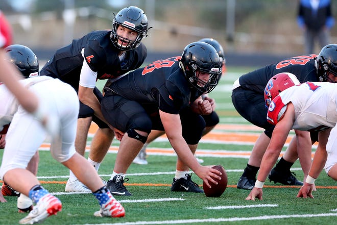 Silverton's Levi Nielsen (4) sets up a play in the first half of the Lebanon vs. Silverton high school football game in Silverton on Friday, Sep. 14, 2018.