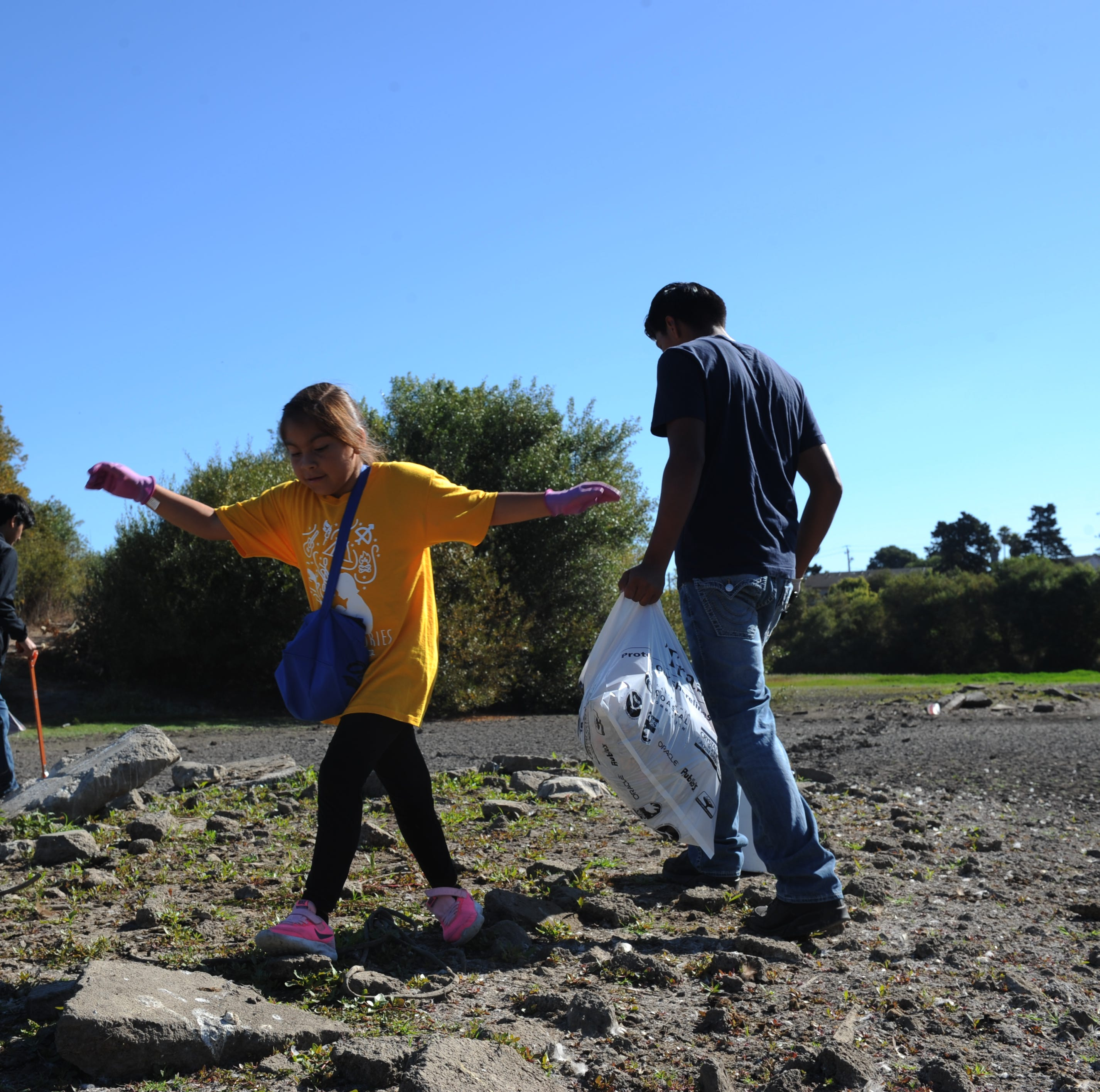 Salinas students clean up Upper Carr Lake, learn about local habitats