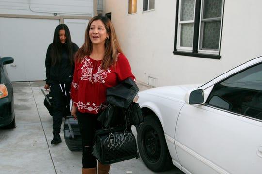 María Ramírez y su hija Betty Espinoza Ramírez salen de su casa en Salinas para ir a México.