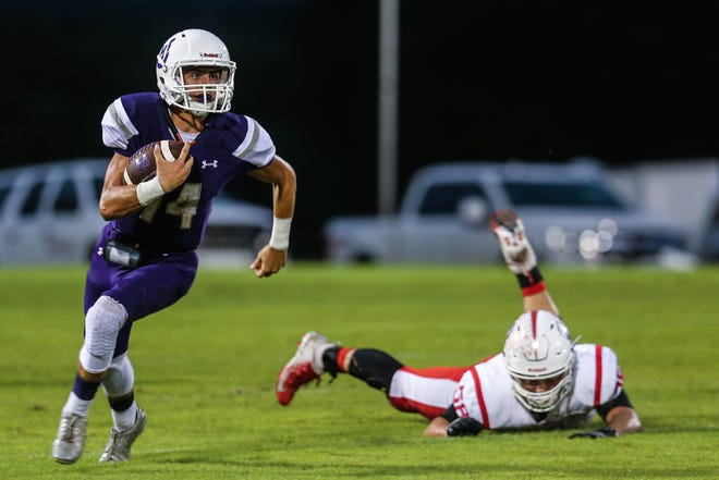 Mason's Otto Wofford runs the ball during the game against Sonora Friday Sept. 14, 2018, at Mason.
