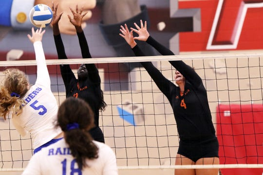 Phekran Kong (7) and Lily Bartling of Washington team up to block the shot of Carly Buehner of Stevens during Saturday's match in Sioux Falls.