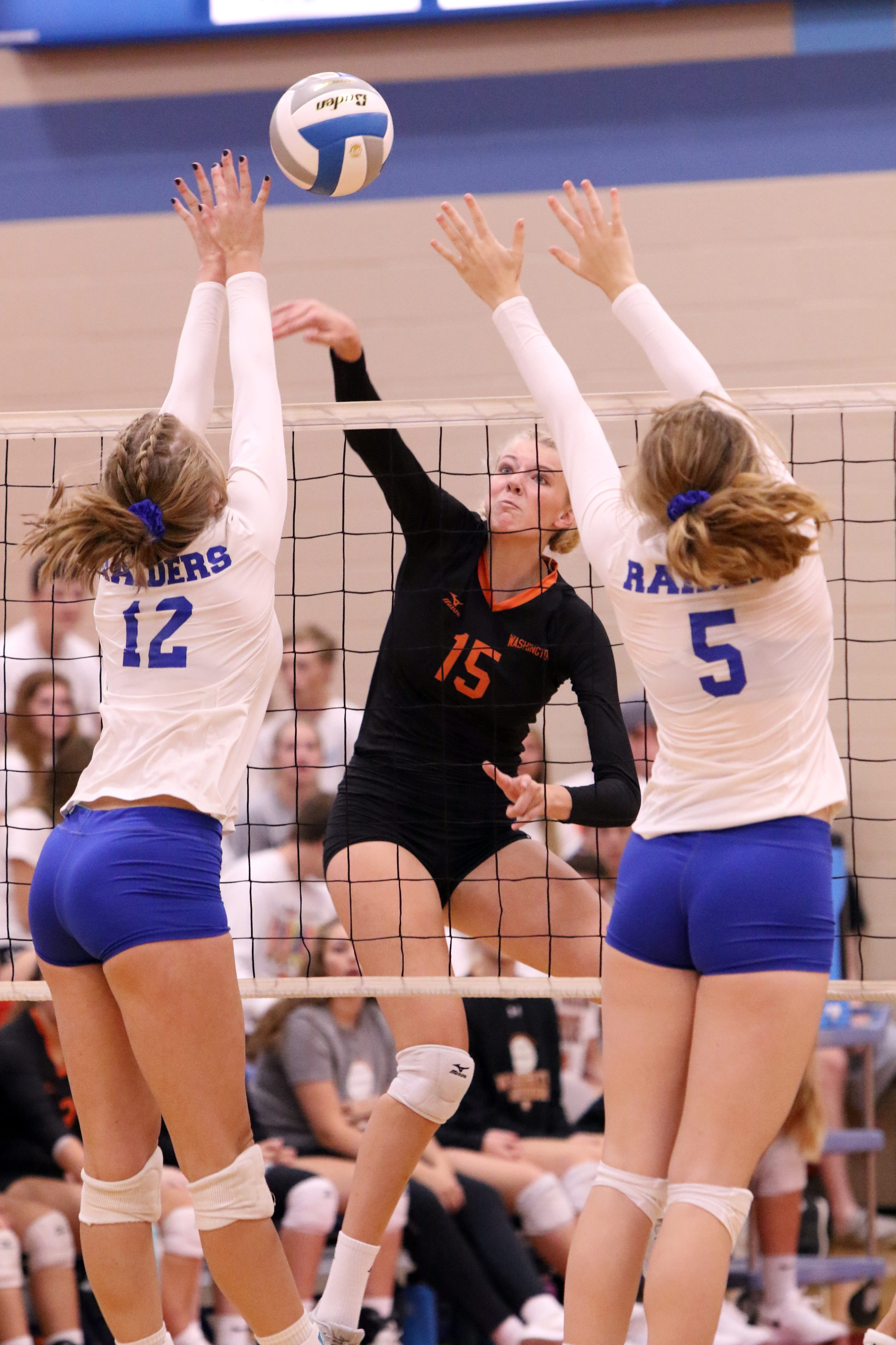 Sydni Schetnan of Washington splits the defense of Emily Sobczak (12) and Carly Buehner (5) of Stevens during Saturday's 3-0 decision in the Lincoln gym.
