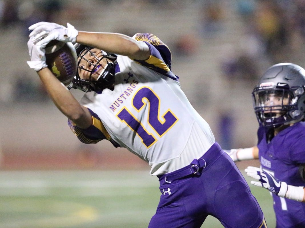 Joshua Hew Len of Burges hauls down a pass in the 4th quarter