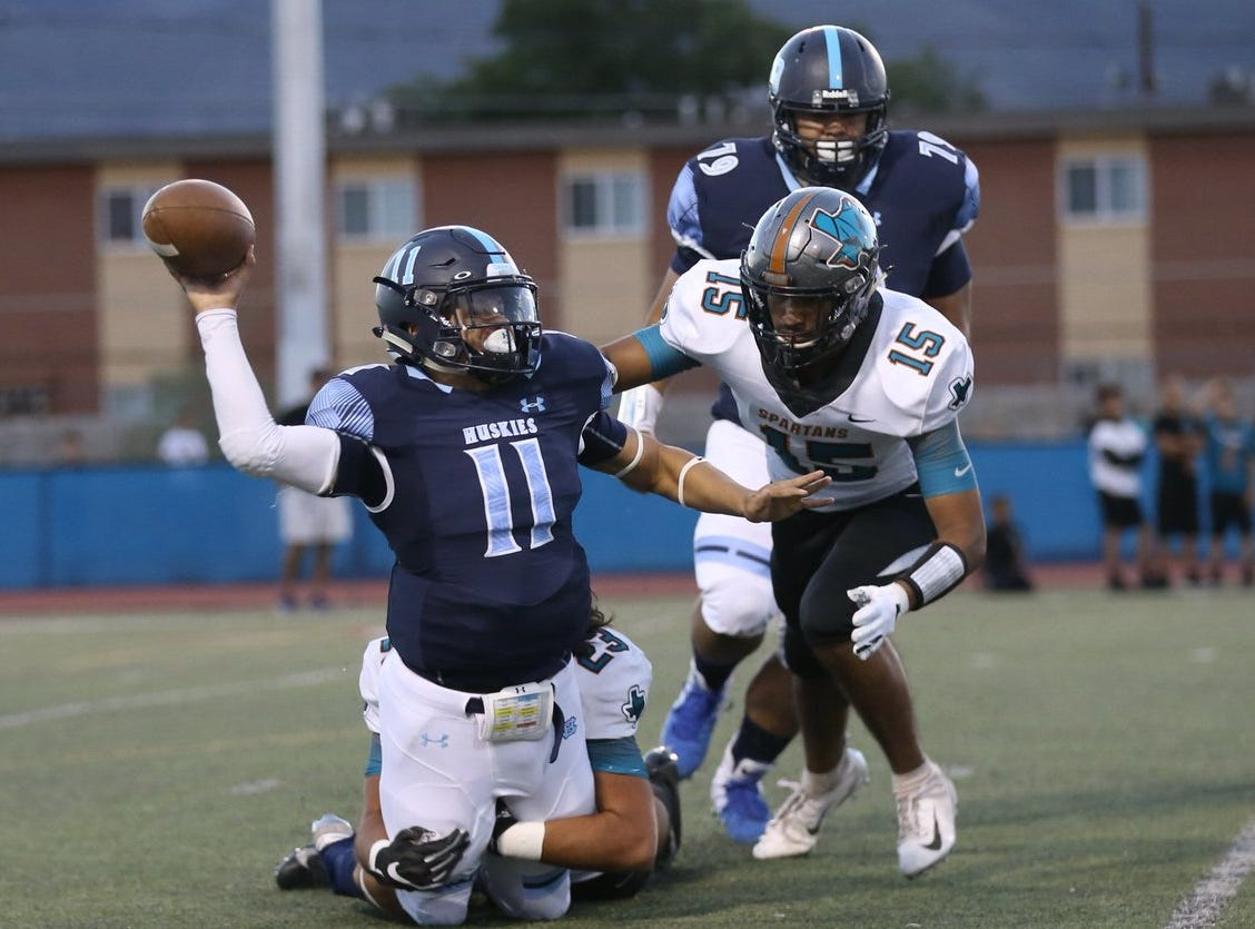Chapin quarterback Christian McKeever tries to get rid of the ball while being sacked. @PebbleHHS_FB 7- @ChapinFootball 0 1:22 left in the 1st.