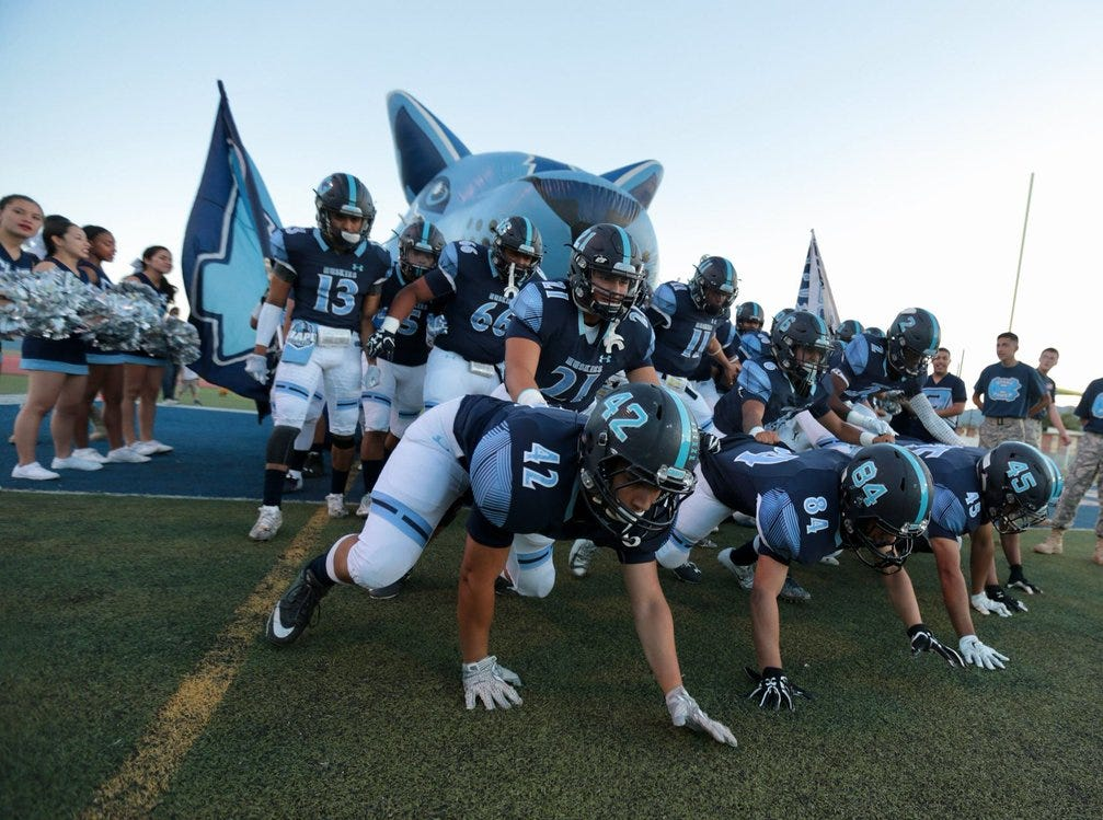 Gotta love @ChapinFootball's entrance. The Huskies just held @PebbleHHS_FB at the goalline then blocked the field goal try. Still 7-0 Sparta.