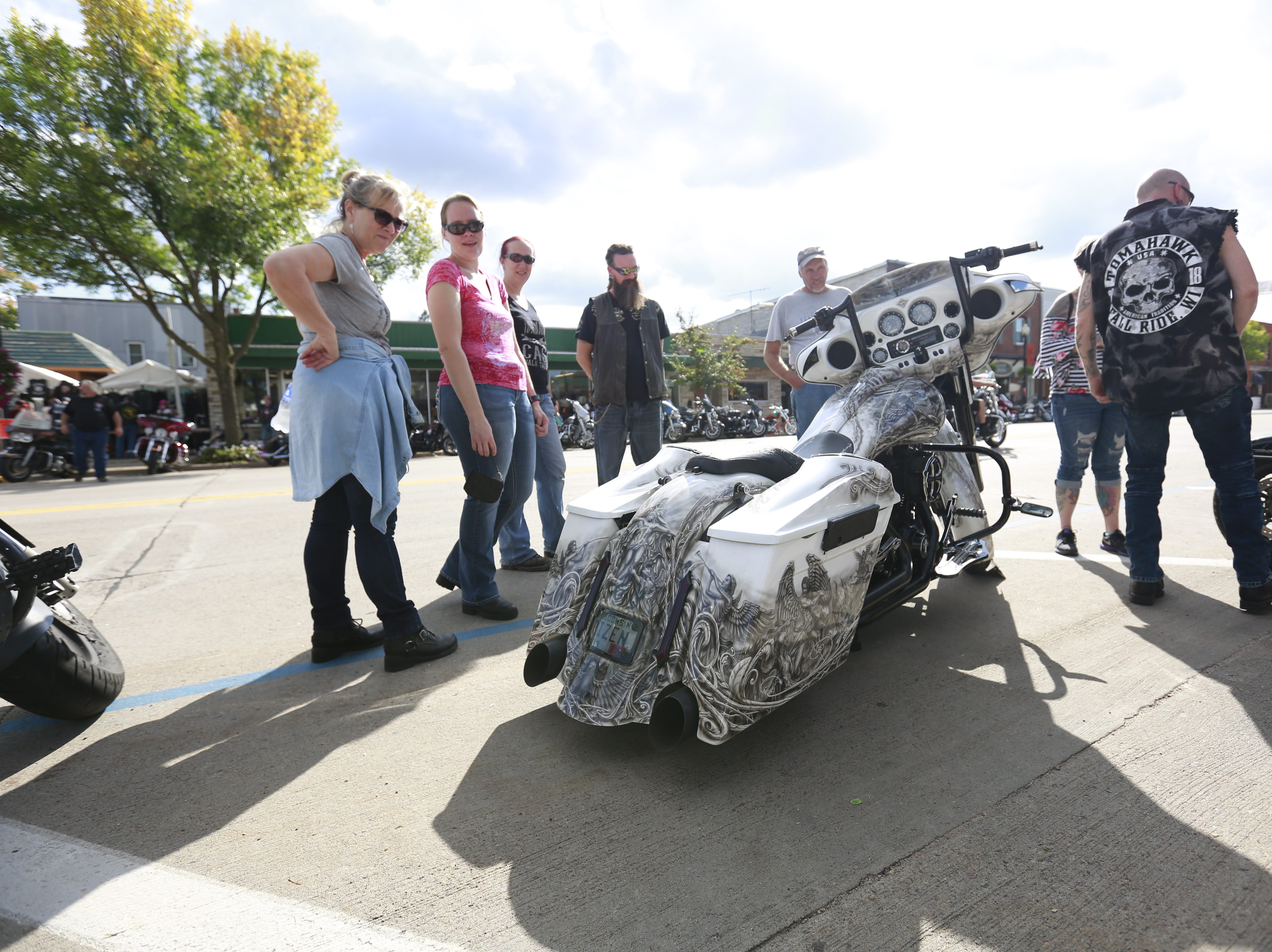 People gather to look on a motorcycle during the 37th Annual Tomahawk Fall Ride Friday, Sept. 14, 2018, at downtown Tomahawk, Wis. T'xer Zhon Kha/USA TODAY NETWORK-Wisconsin