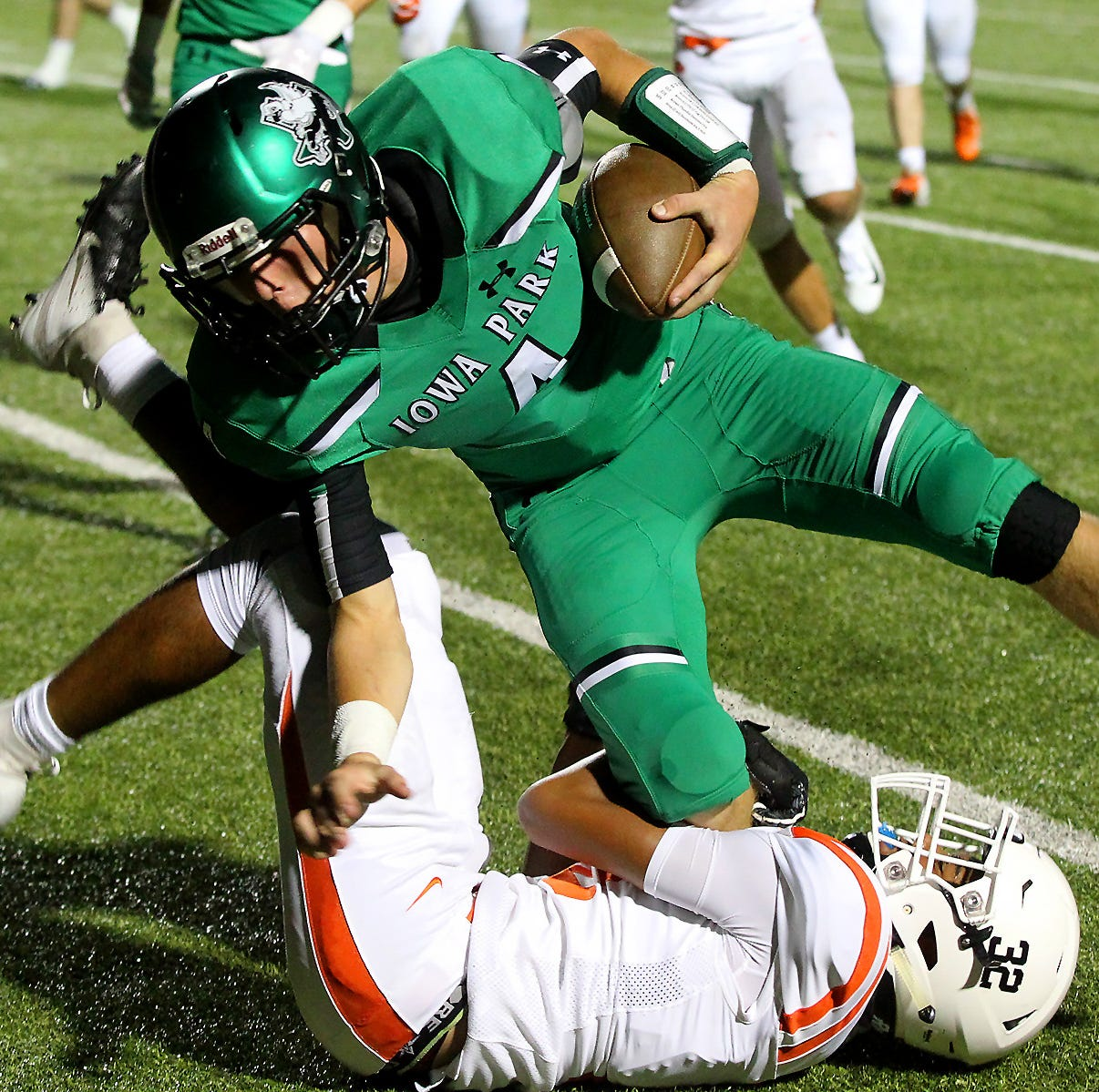 Finishing kick: Add a 2018 chapter to Burk-Iowa Park rivalry as Bulldogs win 51-49