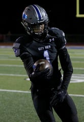 City View's Jayln Marks had his junior season cut short due to a broken arm. He's ready to rejoin the Mustangs for his senior season.