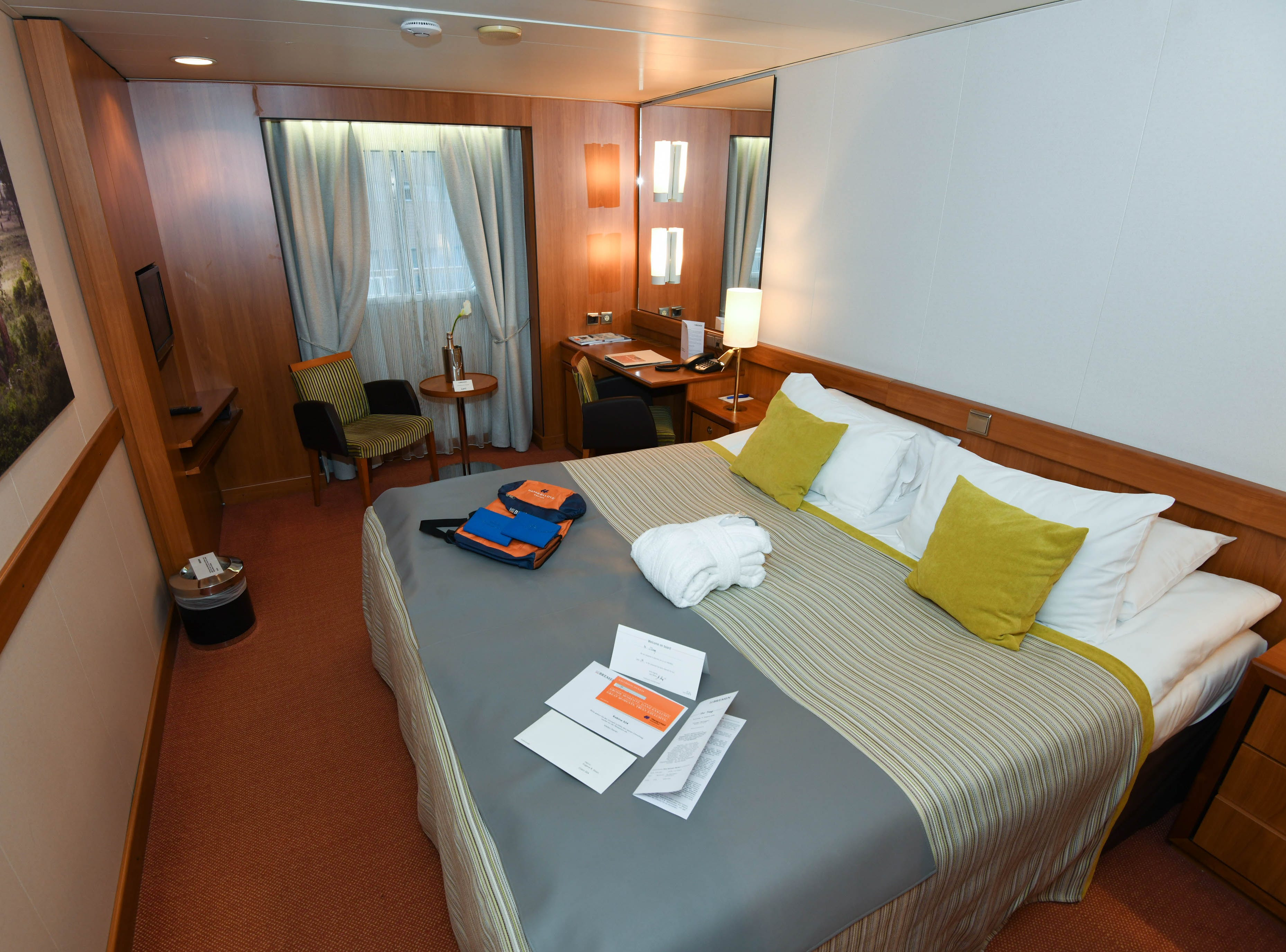 Bremen offers 82 cabins, all of which have ocean views. The cabins are spread over parts of five of Bremen's eight passenger decks.