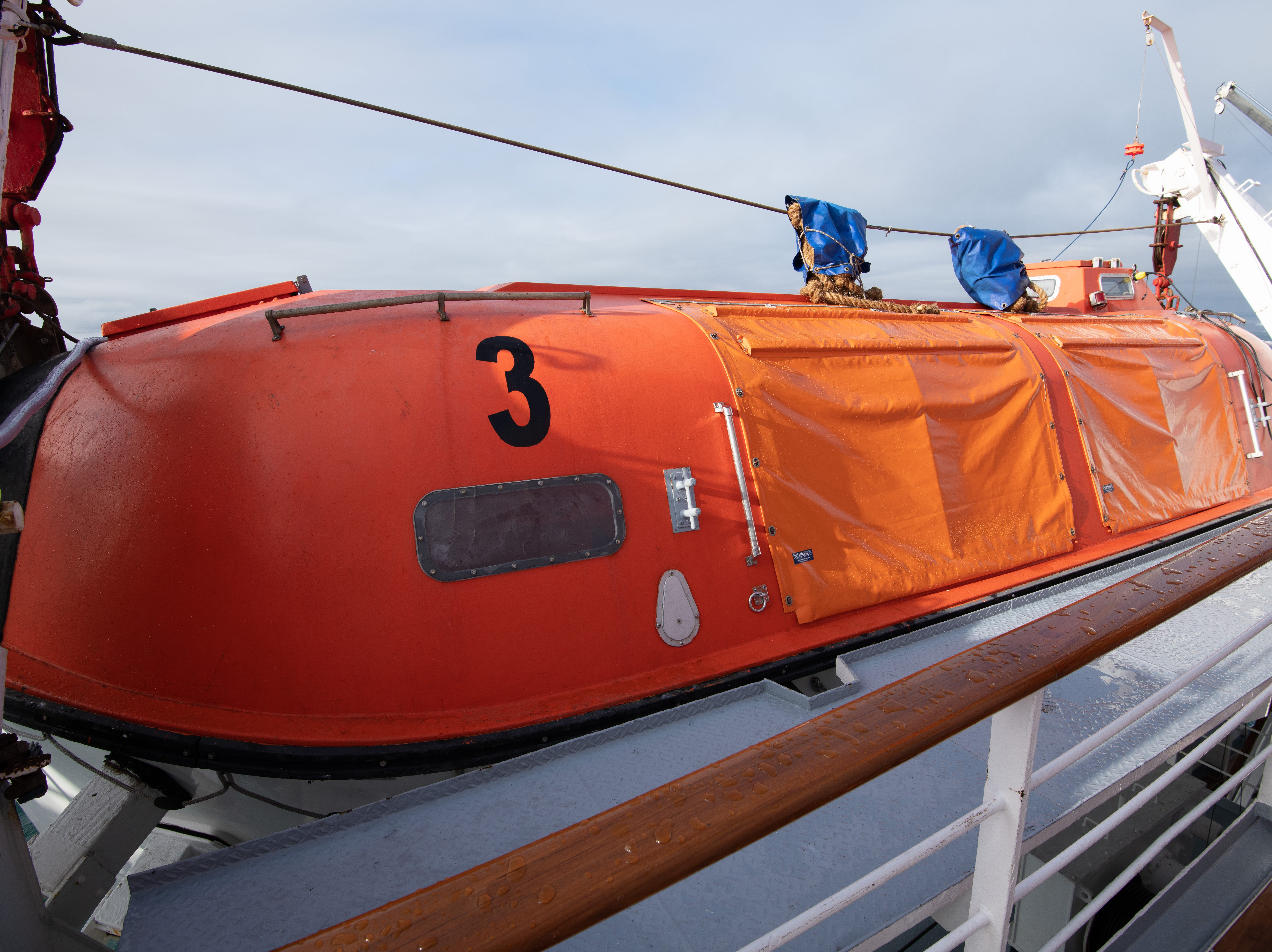 Bremen has four large lifeboats that accommodate all of the ship's passengers.