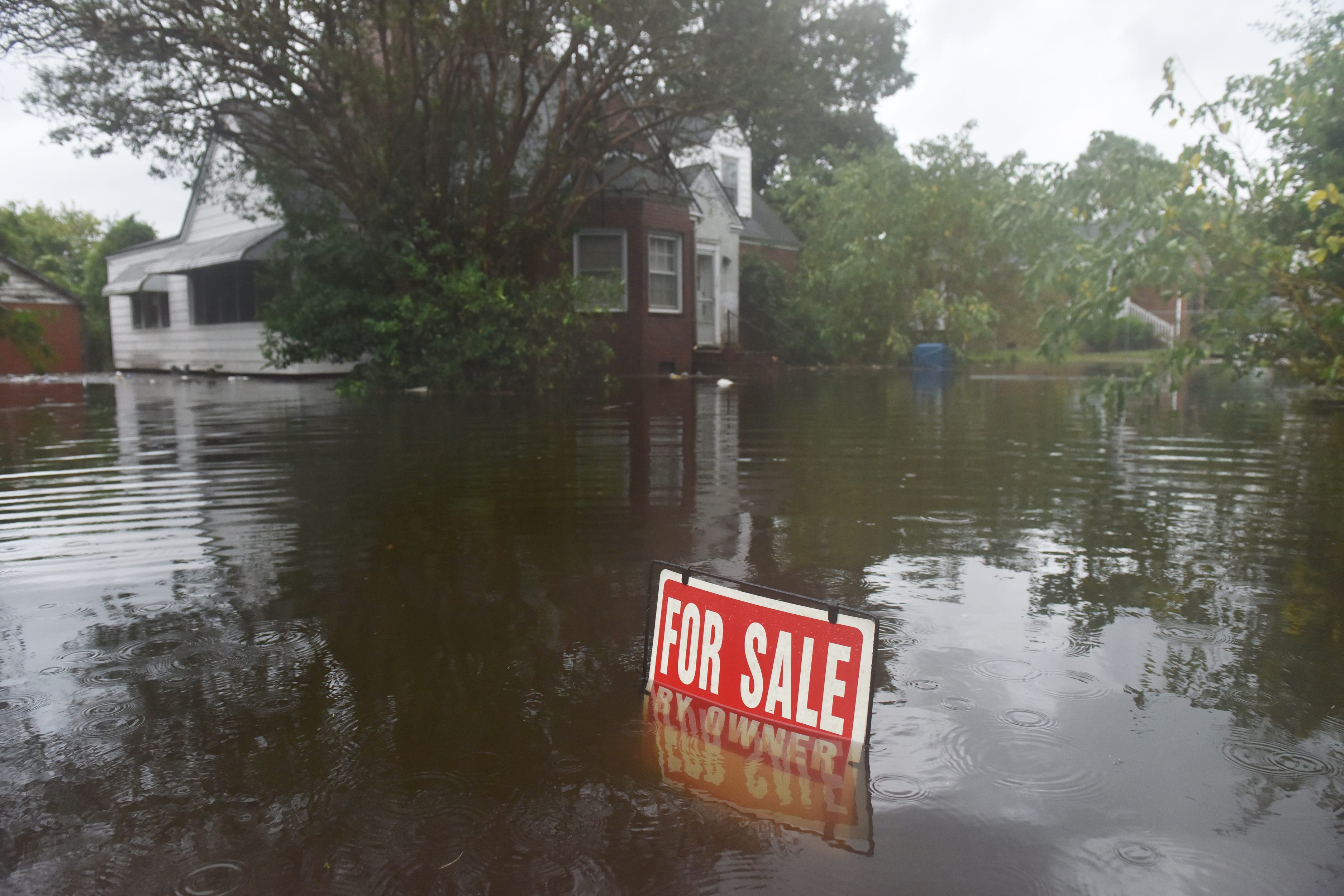 'Uninvited brute': Florence leaves 7 dead; threatens Carolinas with 15 more inches of rain