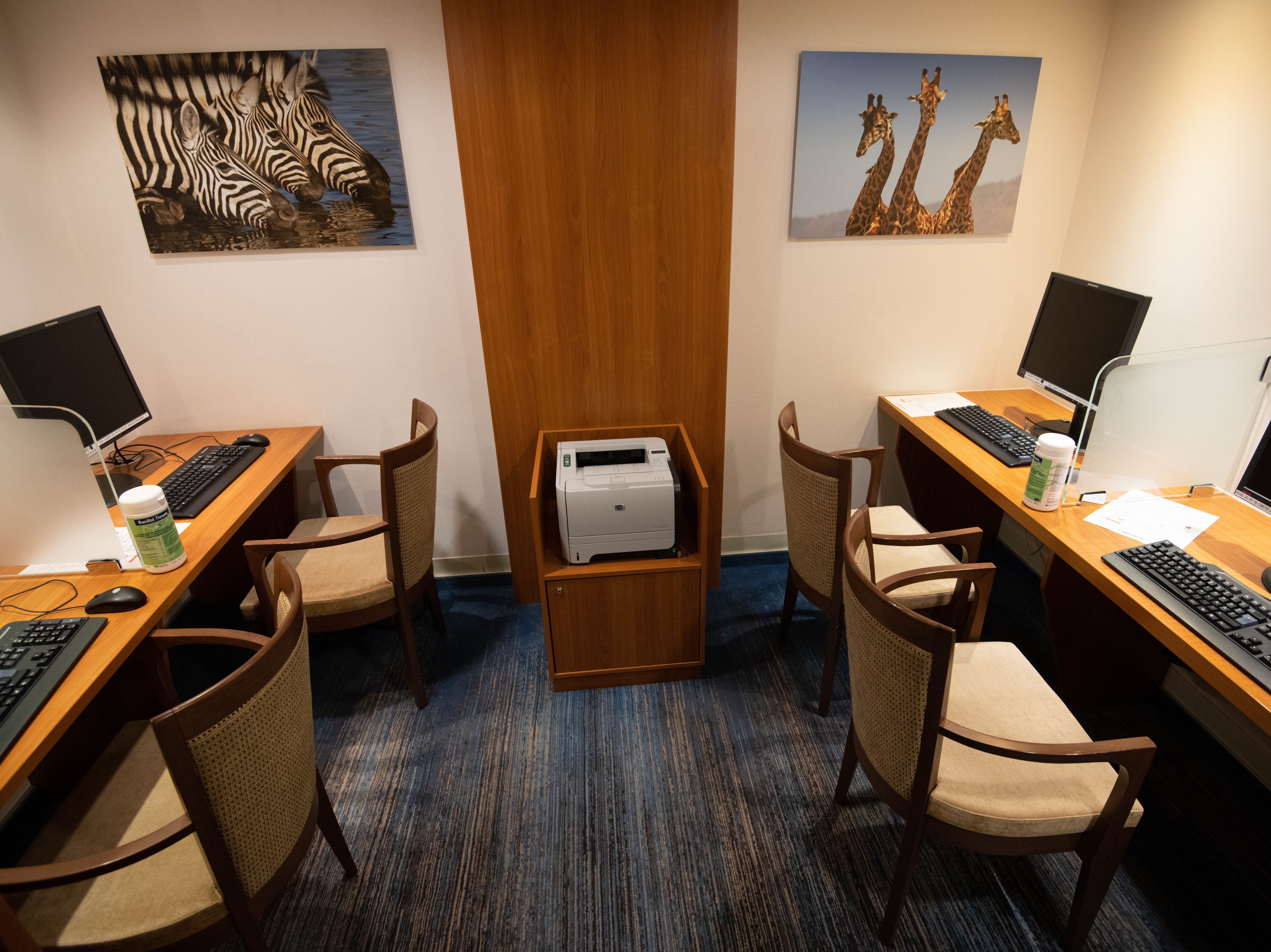 An internet center with four computers is located on Deck 4.