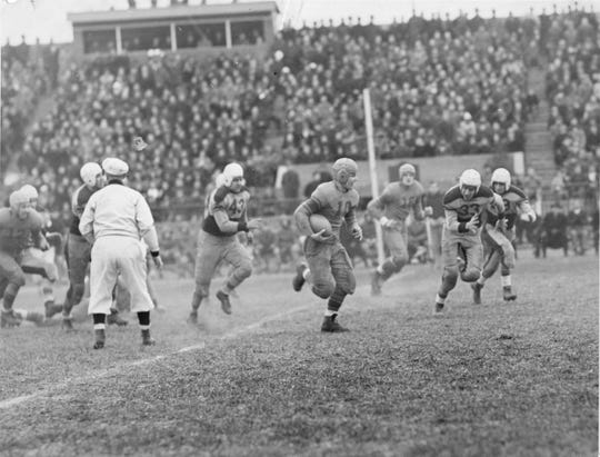 Garfield defeated Clifton in front of a large crowd in 1939.