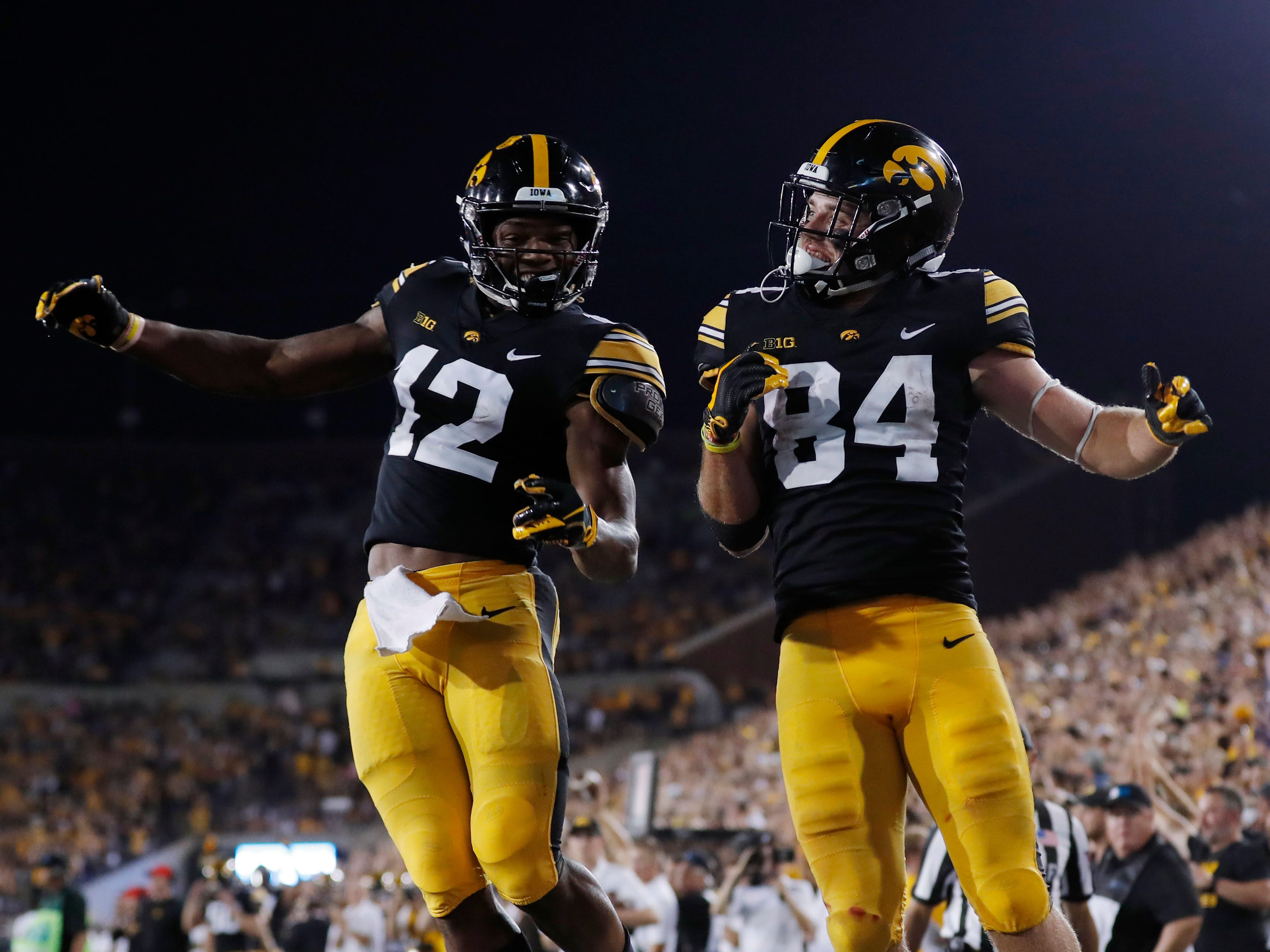3. Iowa (3-0) – The Hawkeyes are unbeaten heading into conference play for the second straight season and are playing some impressive defense in the process. They allowed only 6 rushing yards against Northern Iowa while quarterback Nate Stanley threw for better than 300 yards. Next week comes the first big test as Wisconsin comes to Kinnick Stadium. Last week: 4.
