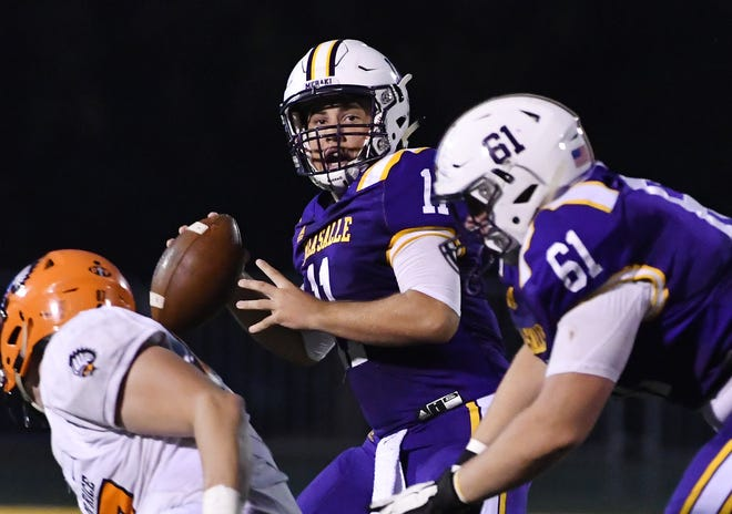 Quarterback Anthony Stepnitz and Warren De La Salle are ranked No. 10 in the state and No. 2 in the East.
