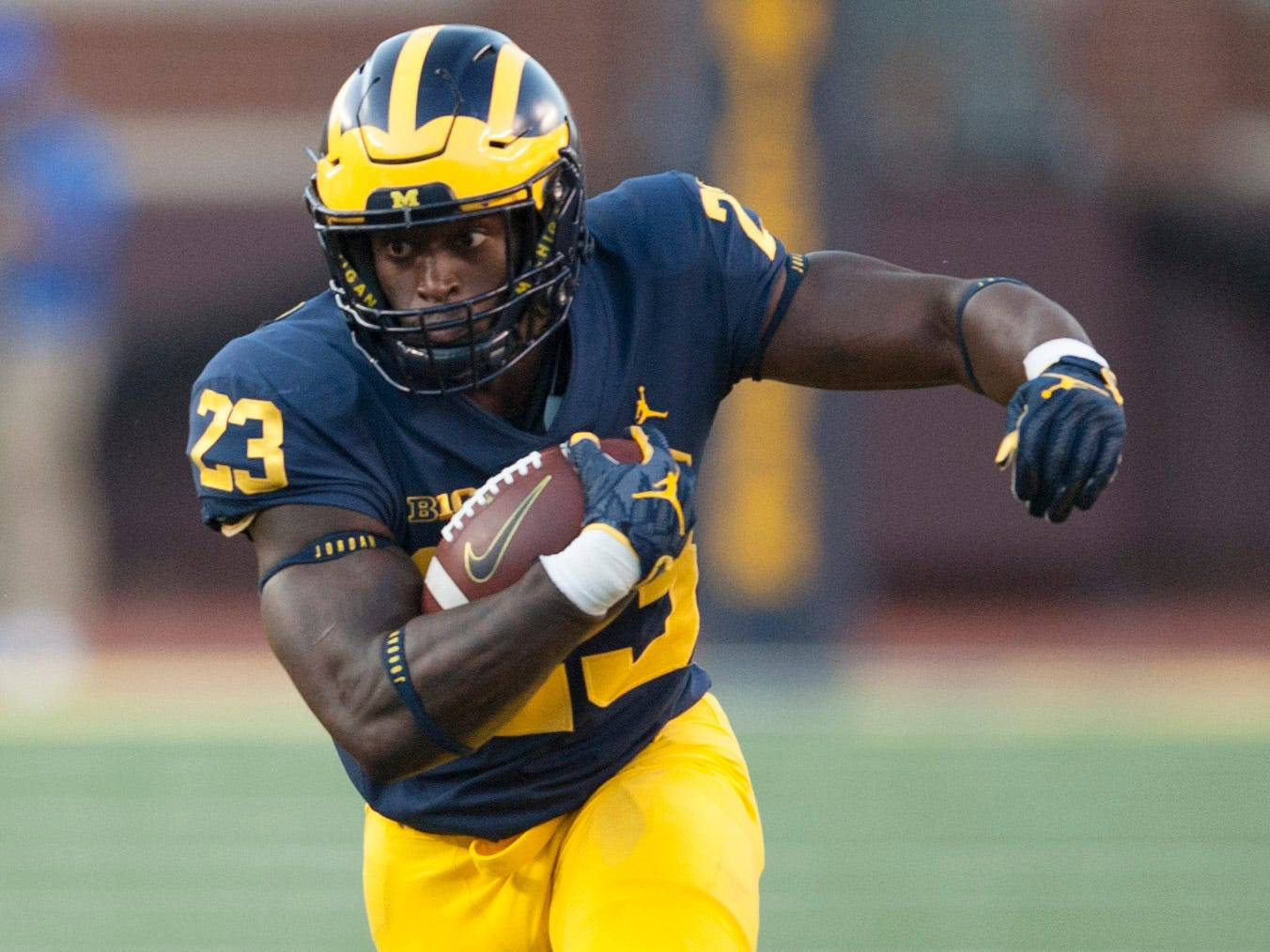 Michigan running back O'Maury Samuels runs the ball in the second half. Samuels rushed for 22 yards on two carries.