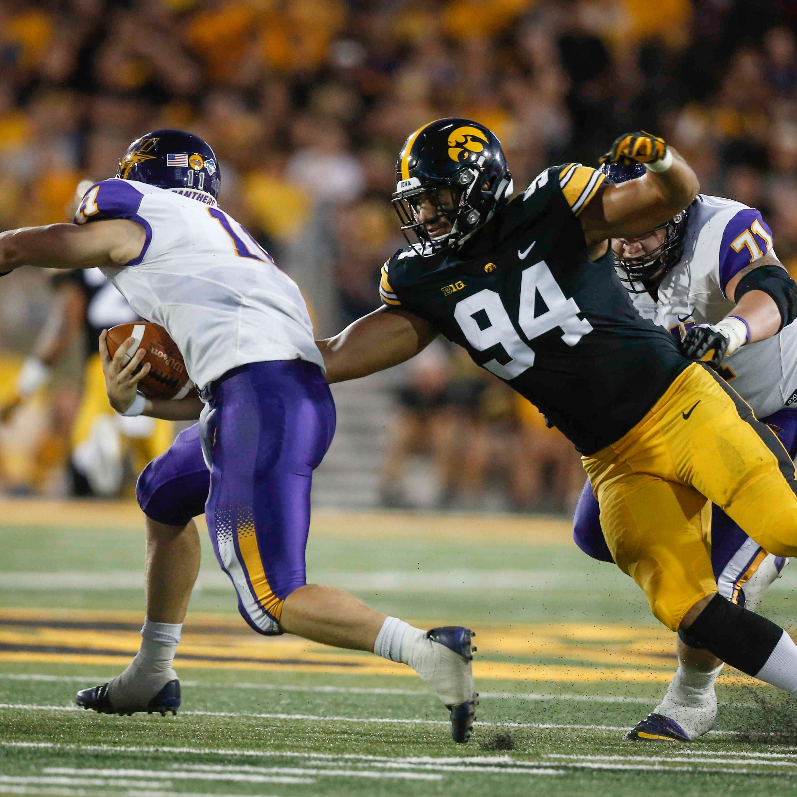 Wisconsin offensive line is sizable advantage; how can Iowa defense turn the tide?