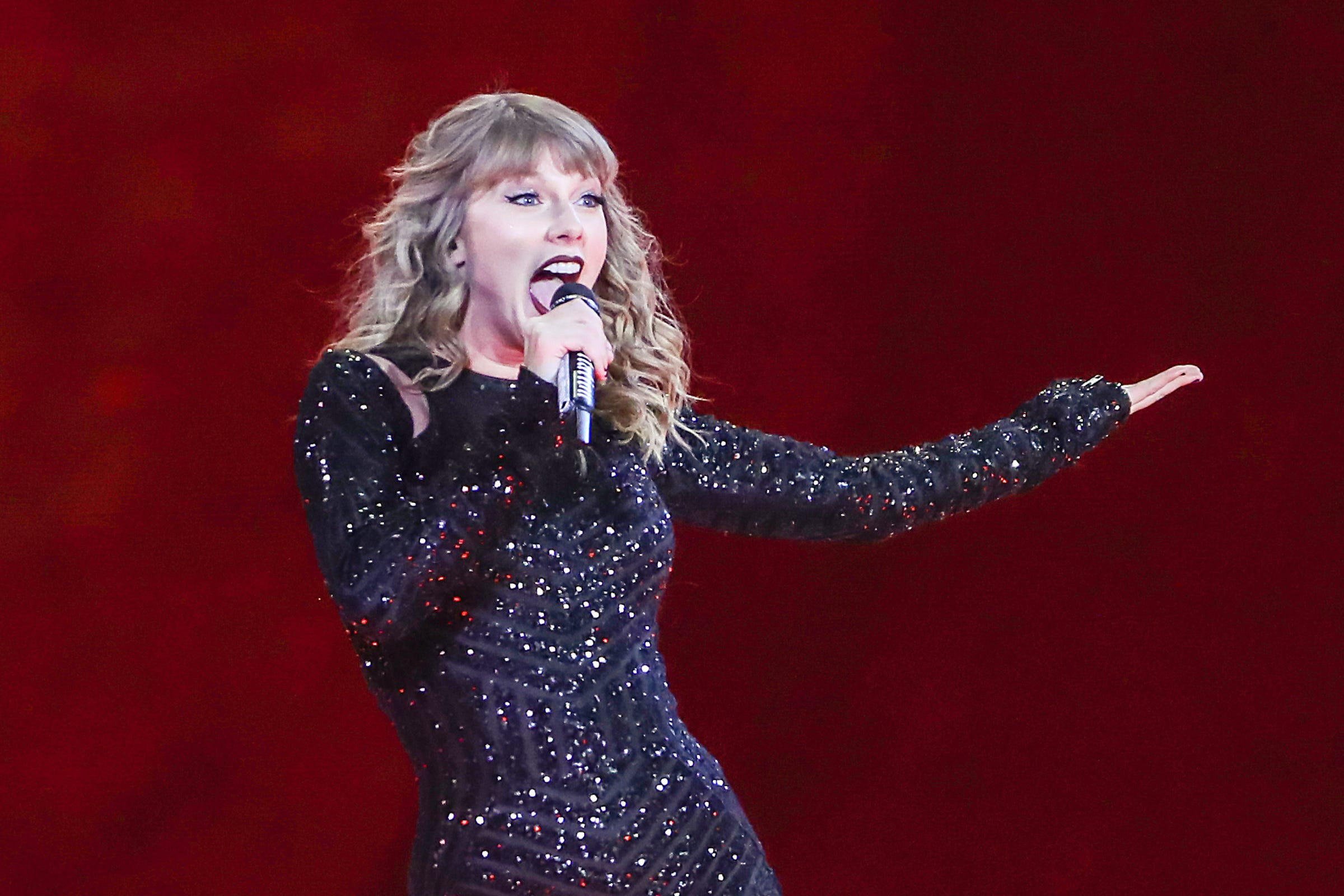 Watch Taylor Swift's Throwback Photo Prove Her Concerts Used to be VERYDifferent video