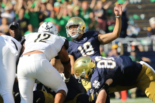 Notre Dame Fighting Irish place kicker Justin Yoon (19) kicks field goal in game between the Notre Dame Fighting Irish and the Vanderbilt Commodores at Notre Dame Stadium in South Bend, Ind., on Saturday, Sept. 15, 2018. Notre Dame Fighting Irish defeats Vanderbilt Commodores 22-17.
